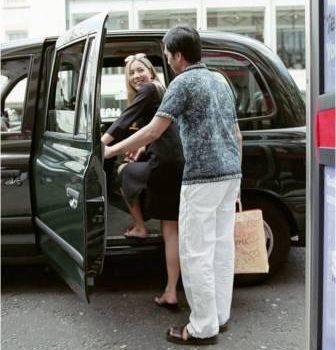Autóból kiszállni – elegánsan…